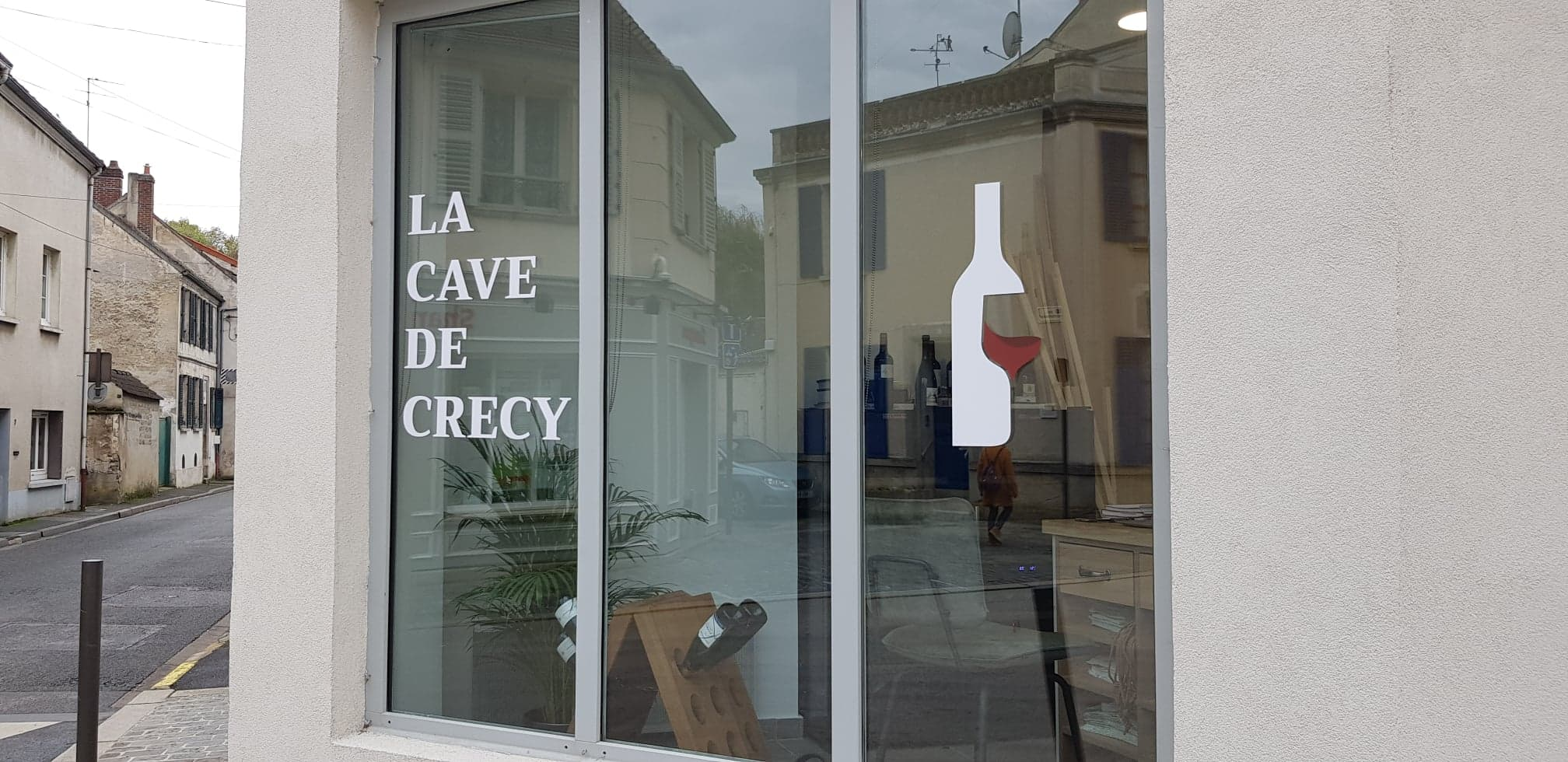 Crécy-la-Chapelle : La Cave de Crécy, aux couleurs françaises